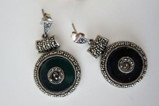 earrings detail